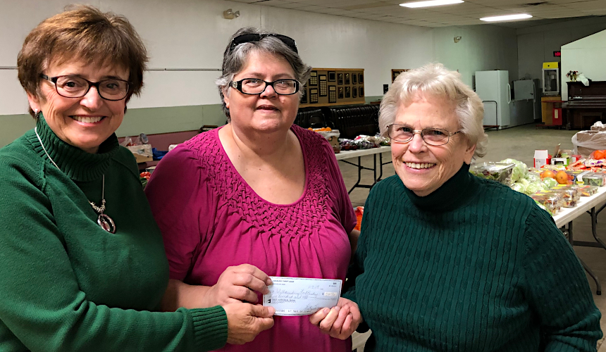 Thrift Shop Donates to Food Pantry 2019